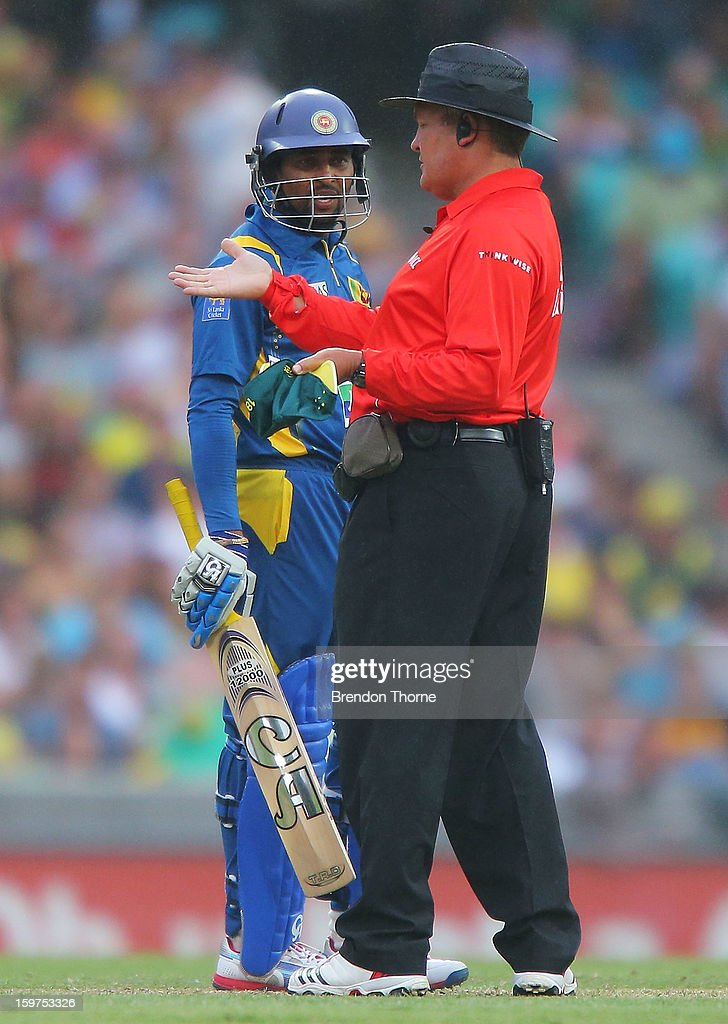 Umpire Marais Erasmus and Tillakaratne Dilshan of Sri Lanka consider the conditions as rain beings to fall during game four of the Commonwealth Bank one day international series between Australia and Sri Lanka at Sydney Cricket Ground on January 20, 2013 in Sydney, Australia.