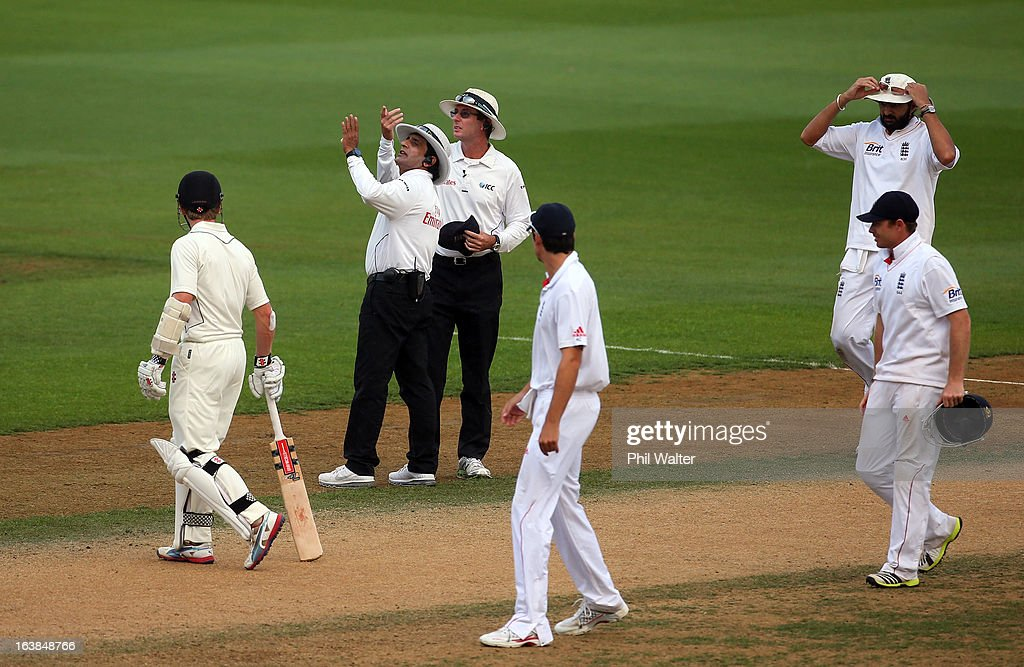 Umpires Asad Rauf and Rod Tucker look skyward as another shower disrupts play during day four of the second Test match between New Zealand and England at Basin Reserve on March 17, 2013 in Wellington, New Zealand.