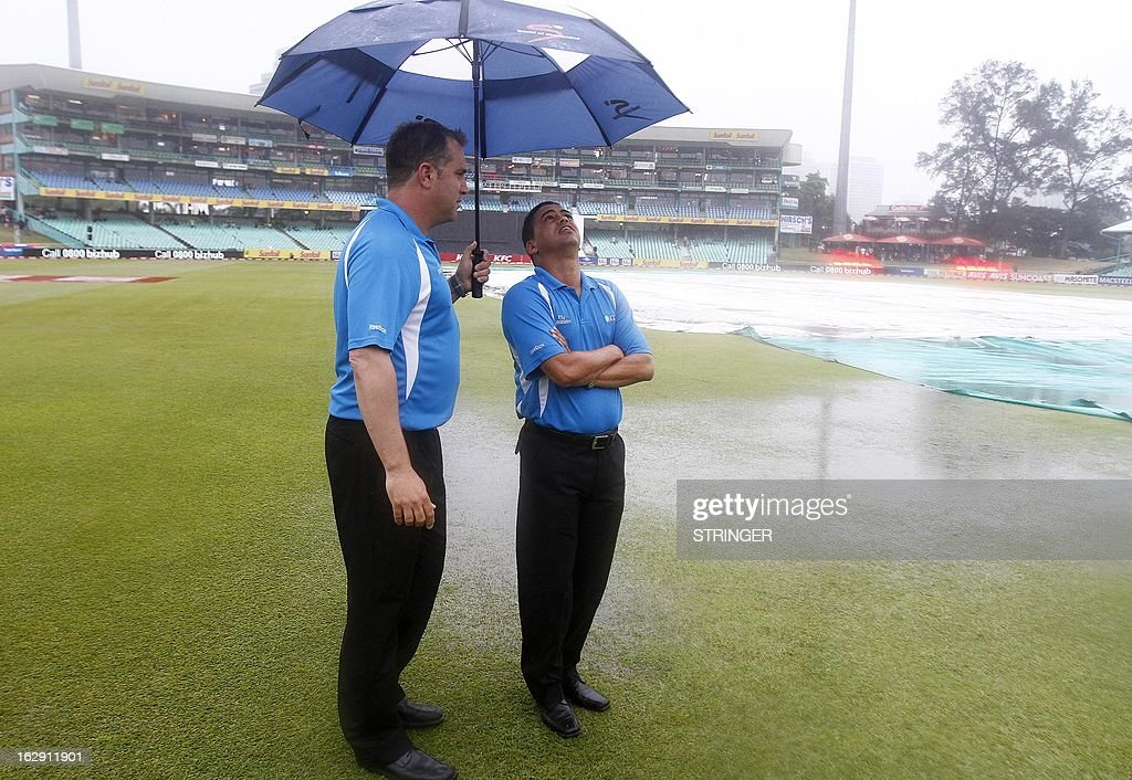 Umpires inspect the rain and have decided to abandon the match without a ball being bowled during the 1st T20 match between South Africa and Pakistan on March 1, 2013 at Sahara Stadium in Durban, South Africa. Steady rain threatened to wash out the first Twenty20 international between South Africa and Pakistan at Kingsmead here on Friday. AFP PHOTO / STRINGER