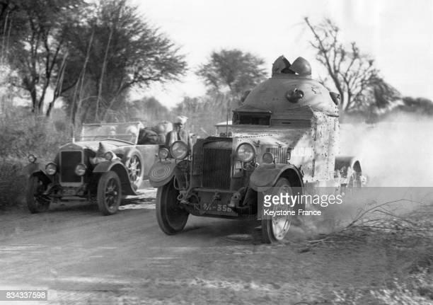 Un blindé venant de Delhi se rend dans la région agitée de Ramgarh Inde en janvier 1933