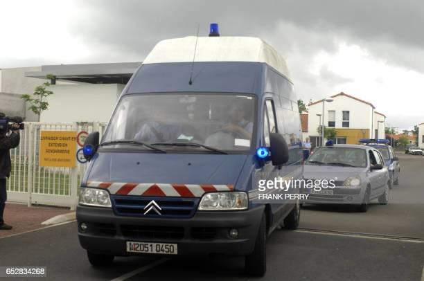 Un fourgon cellulaire quitte la Gendarmerie de Challans le 03 Juin 2008 pour présenter au parquet de La RochesurYon l'exconcubin de la mère d'Antoine...