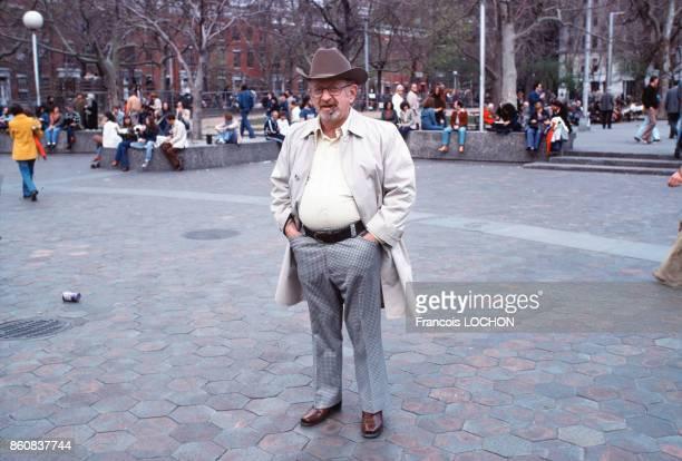 Un homme coiffé d'un chapeau de cowboy à Union Square en mai 1978 à New York EtatsUnis