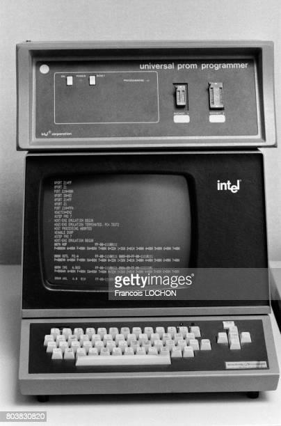 Un ordinateur de la marque Intel une entreprise du secteur de l'électronique en février 1980 en France