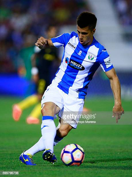 Unai Bustinza of Deportivo Leganes controls the ball during the La Liga match between Club Deportivo Leganes and Club Atletico de Madrid at Estadio...