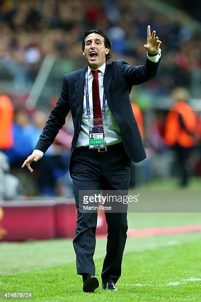 Unai Emery coach of Sevilla gives instructions during the UEFA Europa League Final match between FC Dnipro Dnipropetrovsk and FC Sevilla on May 27...