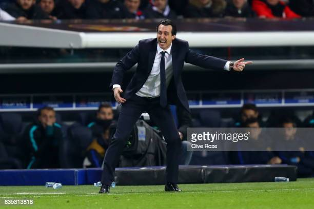 Unai Emery head coach of Paris SaintGermain FC issues instructions to his players on the touchline during the UEFA Champions League Round of 16 first...
