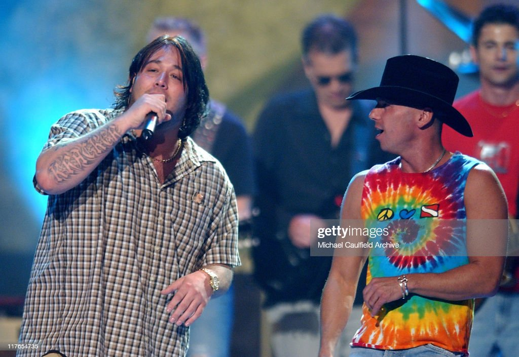 Uncle Kracker and Kenny Chesney perform 'When The Sun Goes Down'