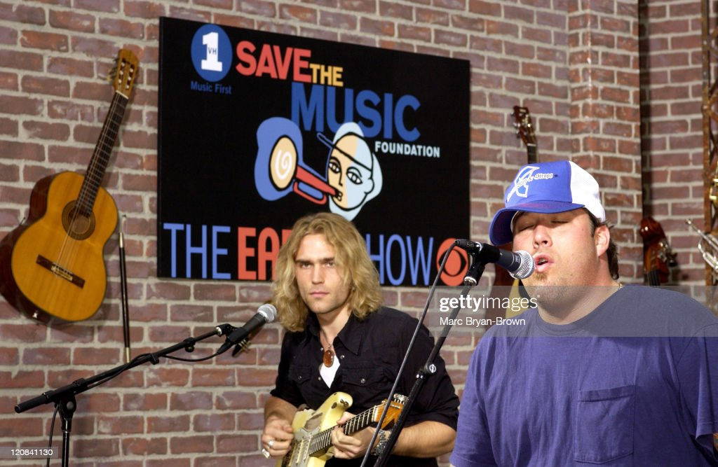 Uncle Kracker during Uncle Kracker Performs on CBS's 'The Early Show' for VH1's Save the Music at CBS Early Show Studio F Fifth Avenue Manhattan in...