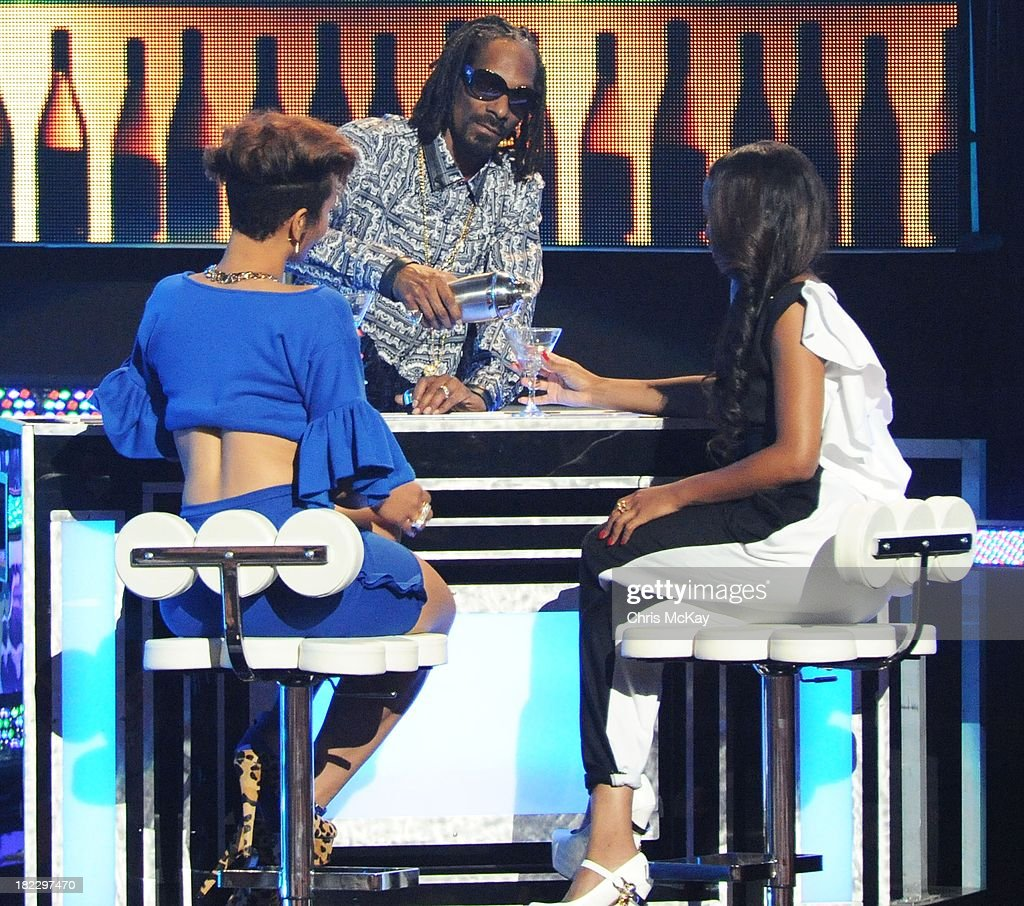 Uncle <a gi-track='captionPersonalityLinkClicked' href=/galleries/search?phrase=Snoop+Dogg&family=editorial&specificpeople=175943 ng-click='$event.stopPropagation()'>Snoop Dogg</a> hosts the BET Hip Hop Awards 2013 at the Boisfeuillet Jones Atlanta Civic Center on September 28, 2013 in Atlanta, Georgia.