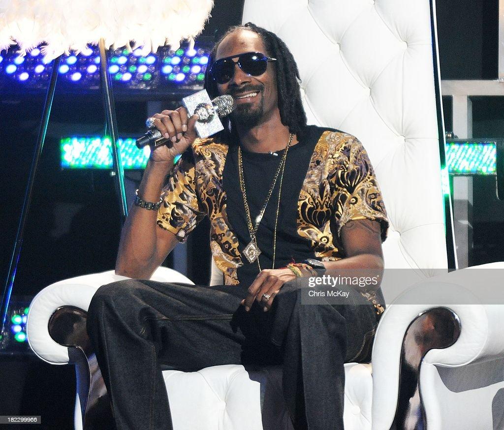 Uncle Snoop Dogg hosts the BET Hip Hop Awards 2013 at the Boisfeuillet Jones Atlanta Civic Center on September 28, 2013 in Atlanta, Georgia.