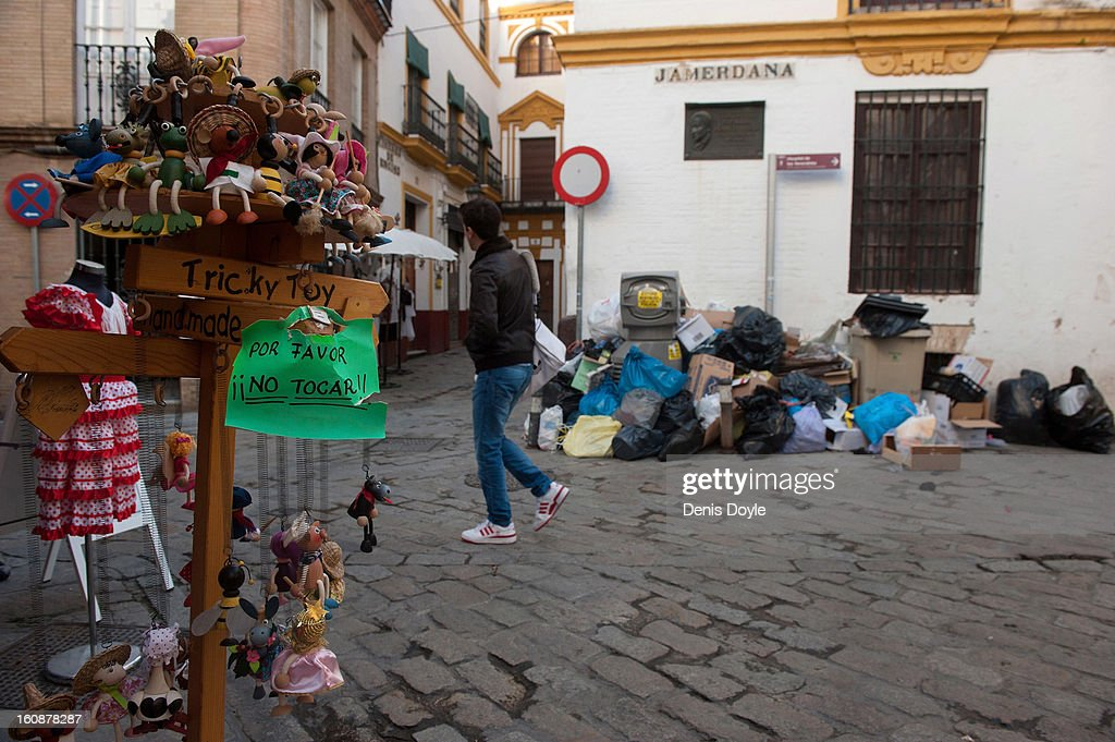 Uncollected grabage is seen in the old center of Seville during the 11th day of the waste disposal strike on February 7, 2013 in Seville, Spain. Garbage is piling up in all residential areas except the traditional tourist center as waste disposal workers strike over a 5% proposed cut in their salary and extended working week to 37.5 hours.
