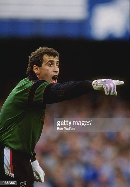 Peter Shilton of Derby County Shouts at his defence during a first division league match Mandatory Credit Ben Radford/Allsport