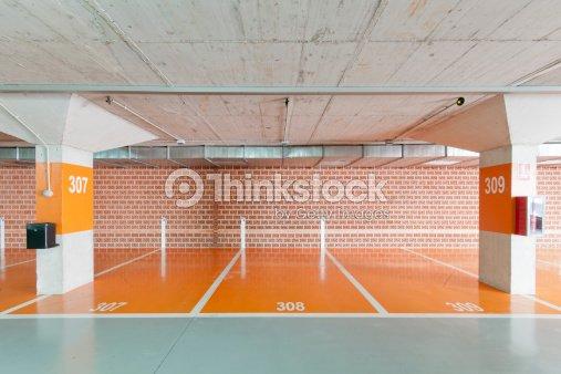 De stationnement souterrain photo thinkstock for Stationnement devant garage sans panneau