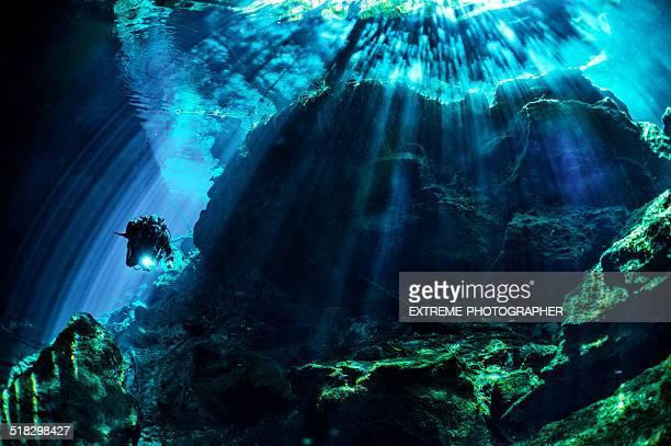 Grottes et des grottes sous-marine