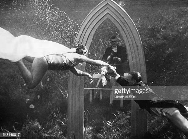 Underwater marriage 1937 Vintage property of ullstein bild
