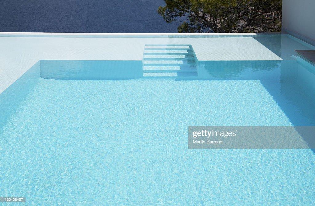 Underwater steps in infinity pool
