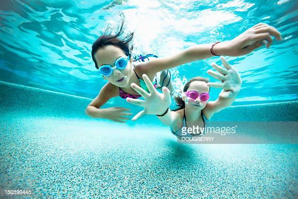 Vista submarina de natación