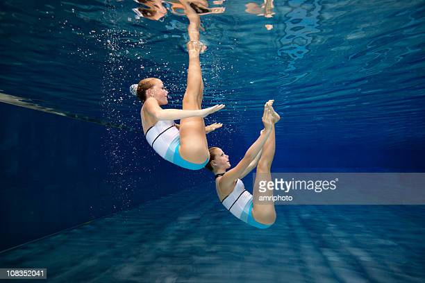 underwater synchronised swimming training