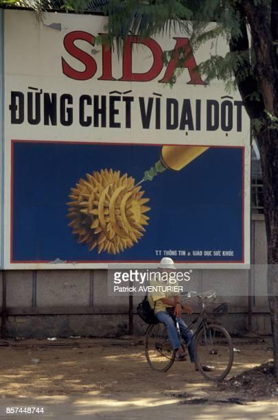 Une affiche contre le sida representant notamment le symbole du virus en janvier 1992 a HoChiMinhVille Vietnam
