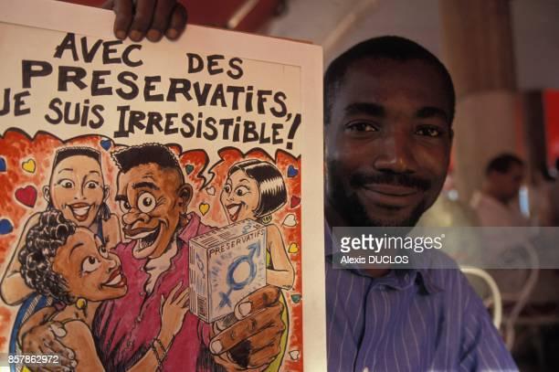 Une affiche pour l'utilisation de perservatifs de l'association Aude en avril 1994 en Cote d'Ivoire