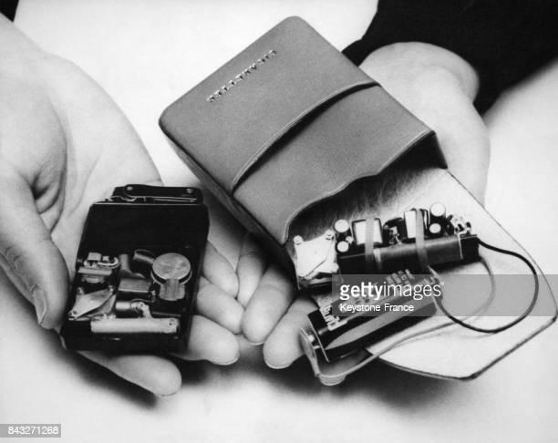 Une entreprise japonaise a créé une radio à l'intérieur d'un briquet et une radio à l'intérieur d'un étui à cigarettes le 6 février 1961 au Japon