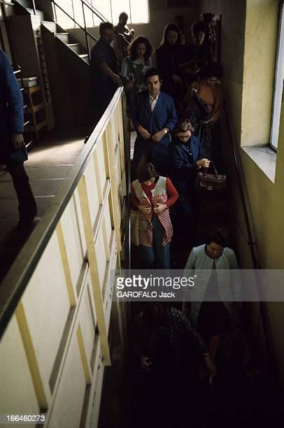 Unemployment In Autun In Saone Et Loire Autun octobre 1975 Chômage dans la ville des hommes et femmes en blouse descendent un escalier pour rejoindre...