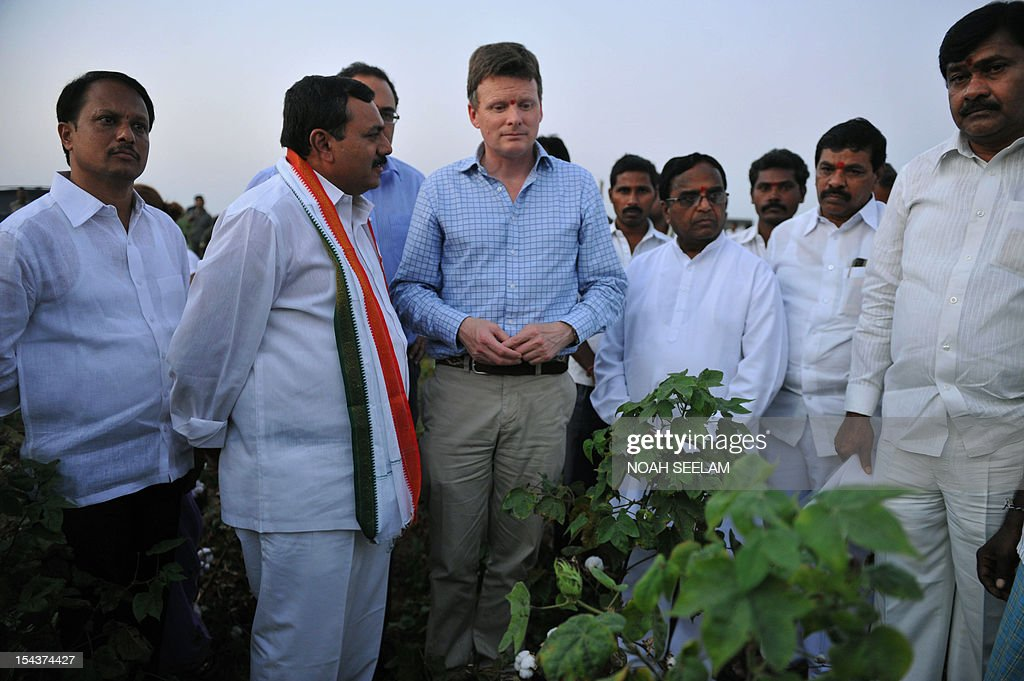 UN-environment-biodiversity-agriculture-India-cotton,FOCUS by Mariette le Roux British Environment Minister Richard Benyon (C) speaks to local political leaders during an interaction with Indian cotton farmers in Warangal District, some 170kms north-east of Hyderabad on October 18, 2012. When Indian icon Mahatma Gandhi took up the baton for home-grown cotton a century ago, he may not have realised the devastating impact its cultivation would have on the land he so loved. Cotton is a thirsty plant and parts of India drought-prone. But the intensive farming process for cotton leaches the soil and requires high pesticide and fertiliser use that pollutes further downstream. AFP PHOTO/Noah SEELAM