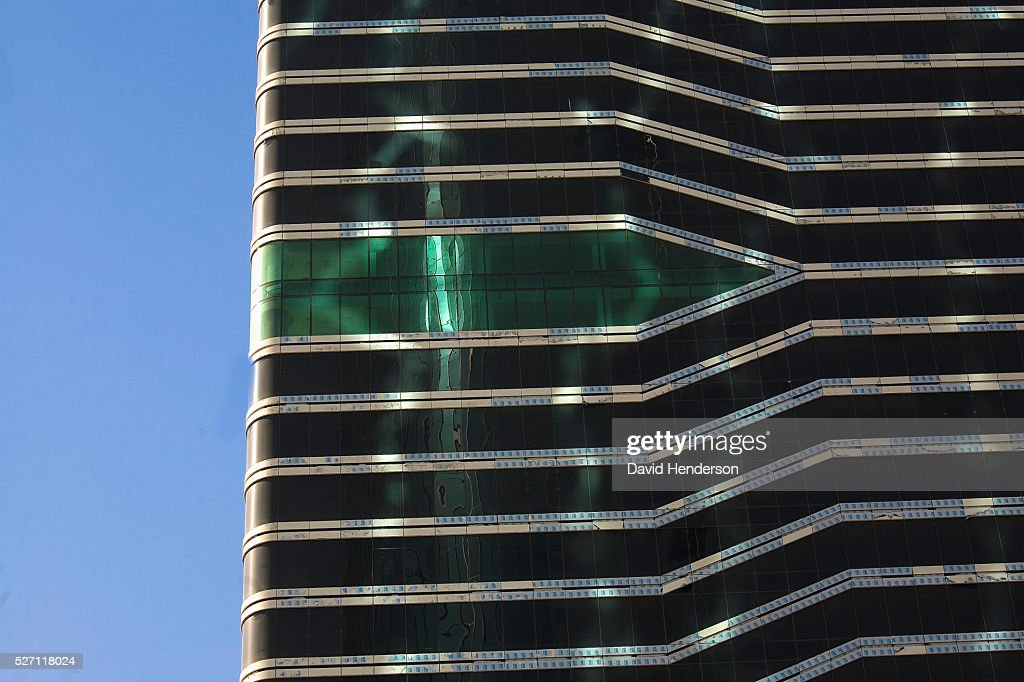 Unfinished skyscraper waiting for glass panels : Stock Photo