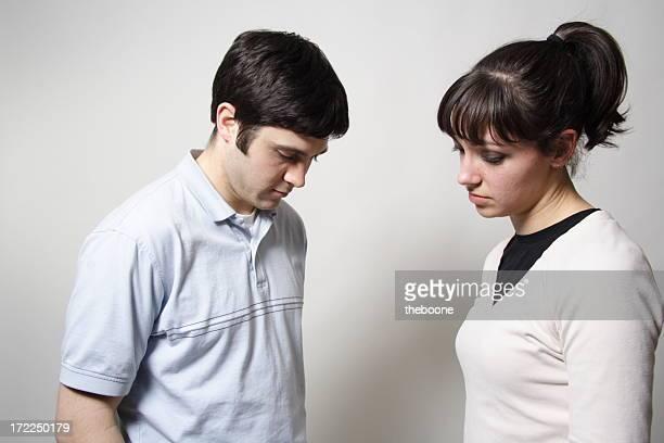 Besorgt Paar