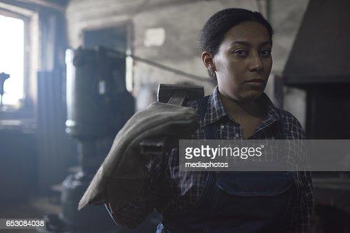 Unhappy female blacksmith : Stock-Foto