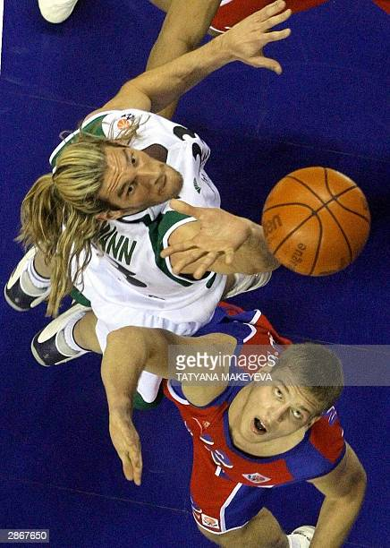 Unicaja Malaga's Walter Herrmann fights for the ball with CSKA Moscow's Sergey Monia during their Euroleague Group B match in Moscow 14 January 2004...