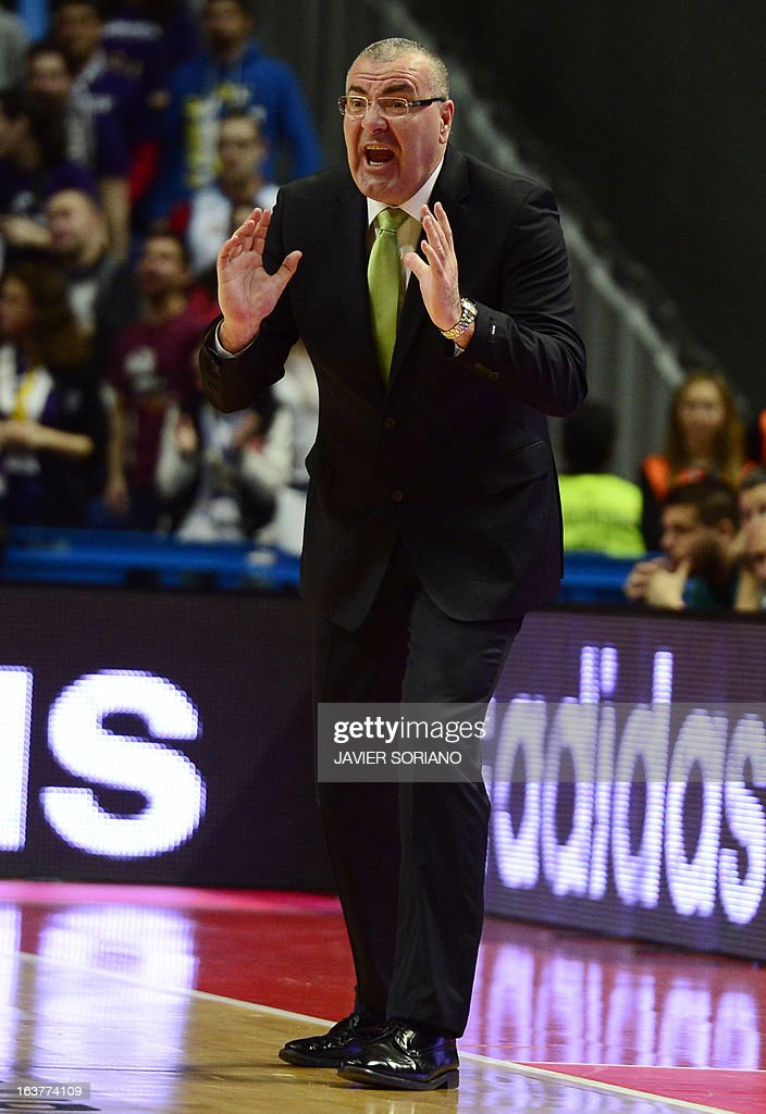 Unicaja's Croatian head coach Jasmin Repesa gestures during the Euroleague basketball match Real Madrid vs Unicaja Malaga at the Palacio de los Deportes in Madrid on March 15, 2013. AFP PHOTO/ JAVIER SORIANO