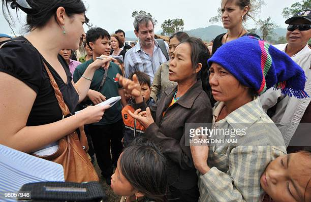 Unidentified Lao Hmong hill tribe women try to talk to foreign members of the media and diplomats during a trip organised by the Laos Foreign...