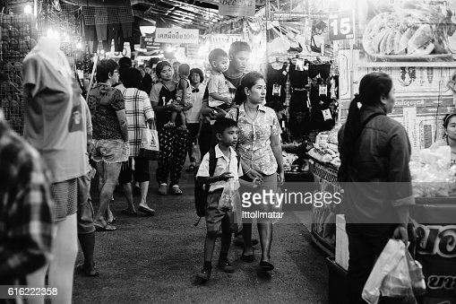 Unidentified people at thai traditional market walking street : Stock-Foto