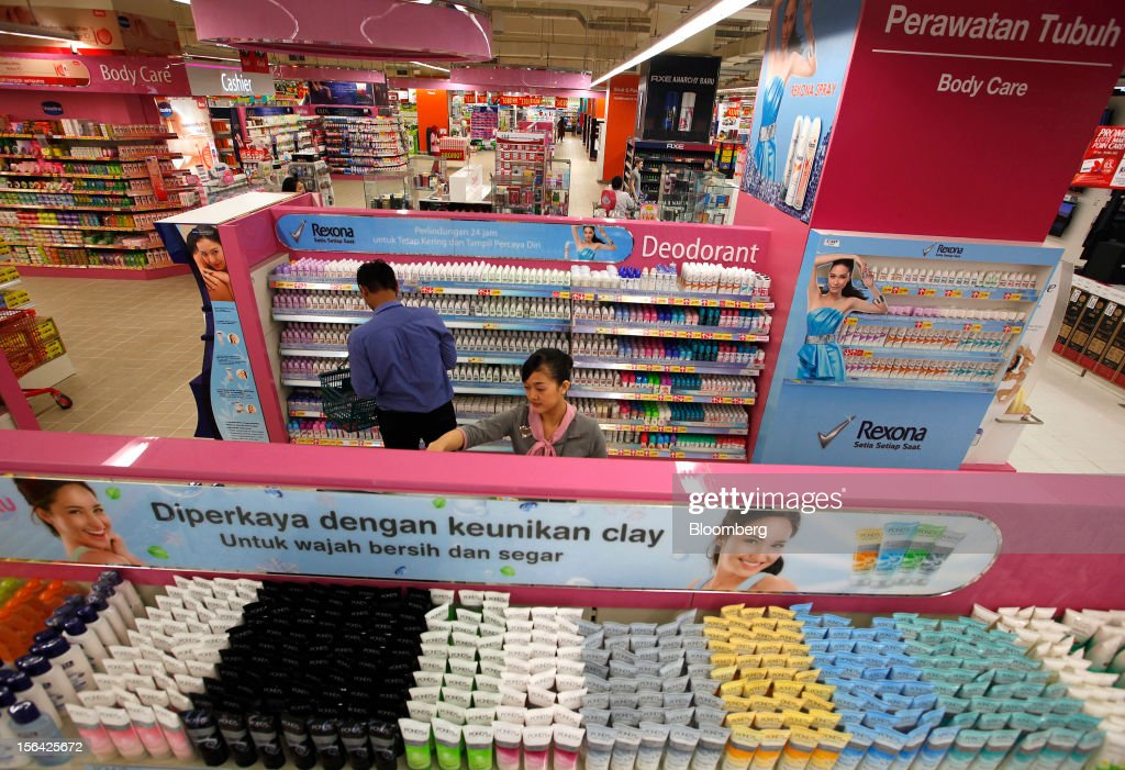 Unilever NV Pond's, foreground, and Rexona lines of personal care products are displayed for sale at a Lotte Shopping Co. Lotte Mart outlet at Kuningan City Mall in Jakarta, Indonesia, on Wednesday, Nov. 14, 2012. Unilever has accelerated the rollout of shampoos and deodorants to emerging markets such as Indonesia and China to offset slowing growth in developed markets, where higher price tags have deterred consumers. Photographer: Dadang Tri/Bloomberg via Getty Images