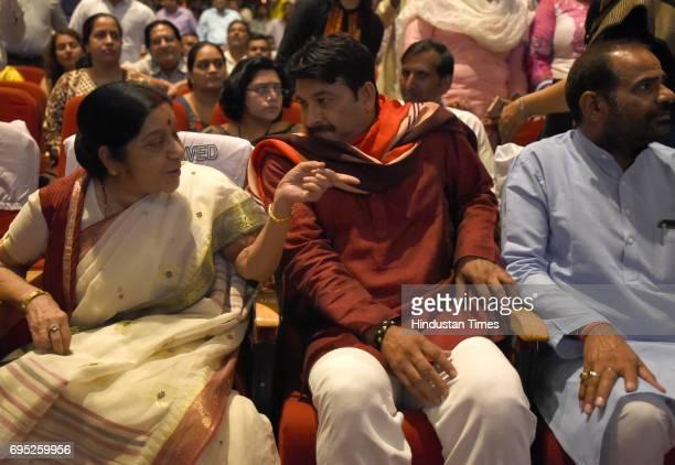 Union External Affairs Minister Sushma Swaraj talking to Delhi BJP President Manoj Tiwari and South Delhi MP Ramesh Bidhuri during a programme 'Sabka...