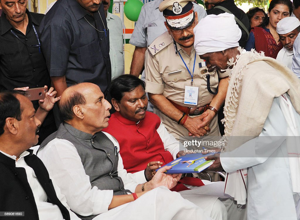 Union Home Minister Rajnath Singh with State Chief Minister Raghubar Das talking to Sukhram Munda great grandson of freedom fighter Birsa Munda...