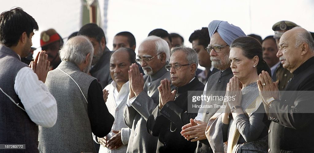 Union Home Minister Sushil Kumar Shinde, Congress President Sonia Gandhi, Prime Minister Manmohan Singh, President Pranab Mukherjee, Vice President Hamid Ansari and Defence Minister A K Antony during the funeral of former Prime Minister Inder Kumar Gujral on December 1, 2012 in New Delhi, India. Inder Kumar Gujral who served as 12th Prime minister of India from April 1997 to March 1998 passed away on November 30, 2012 at the age of 92 years.