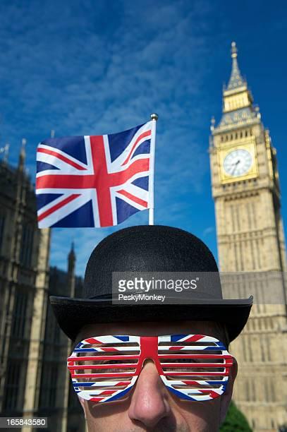 Bandera Union Jack y gafas decorar bombín hombre de Londres