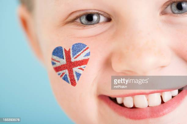Union Jack auf der Wange von jungen England-fan
