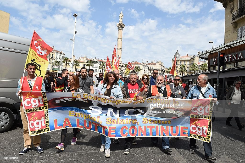 CGT union militants demonstrate against the government's proposed labour reform on May 25, 2016 in Marseille, southeastern France. / AFP / BORIS