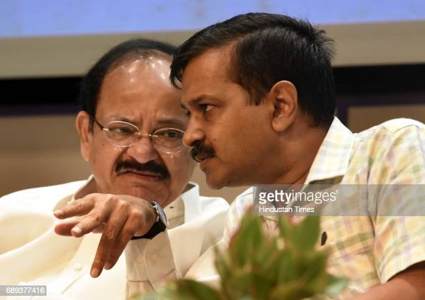 Union Minister of Urban Development M Venkaiah Naidu and Chief Minister of Delhi Arvind Kejriwal during the flagging off ceremony of the ITOKashmere...