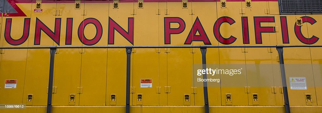 A Union Pacific freight locomotive sits on the tracks at the Union Pacific Intermodal Terminal in Oakland, California U.S., on Wednesday, Jan. 23, 2013. Union Pacific Corp., the largest U.S. railroad by sales, posted higher fourth-quarter earnings than analysts estimated as shipments of chemicals and automobiles climbed. Photographer: Ken James/Bloomberg via Getty Images