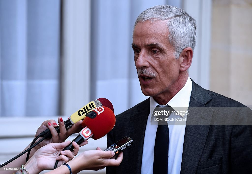 CFTC union president Philippe Louis speaks to the press after a meeting with French Prime minister and French Labour minister on the Socialist government's labour reforms, at the Hotel Matignon in Paris on June 29, 2016. / AFP / DOMINIQUE