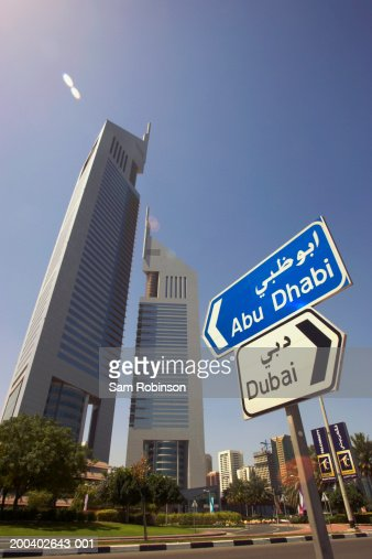 United Arab Emirates, Dubai, road signs : Bildbanksbilder