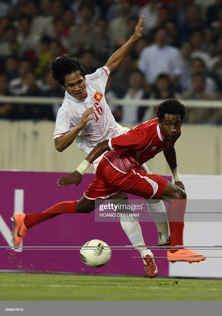 United Arab Emirates footballer Ahmed Khalil (R) fights for the ball with Vietnam midfielder Huynh Quoc Anh during the Asian Cup 2015 qualifying match Vietnam vs UAE in Hanoi on February 6, 2013. UAE won 2-1. AFP PHOTO/HOANG DINH Nam