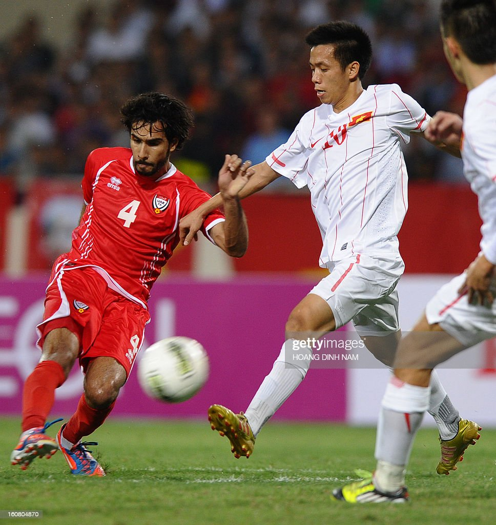 United Arab Emirates footballer Habib Al Fardan (L) leads an attack during the Asian Cup 2015 qualifying match Vietnam vs UAE in Hanoi on February 6, 2013. UAE won 2-1. AFP PHOTO/HOANG DINH Nam