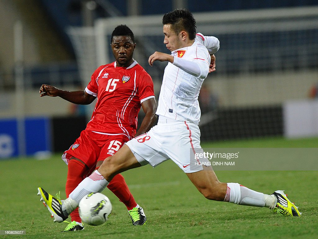 United Arab Emirates footballer Ismail Al Hammadi (L) fights for the ball with Vietnam midfielder Michal Nguyen during the Asian Cup 2015 qualifying match Vietnam vs UAE in Hanoi on February 6, 2013. UAE won 2-1. AFP PHOTO/HOANG DINH Nam
