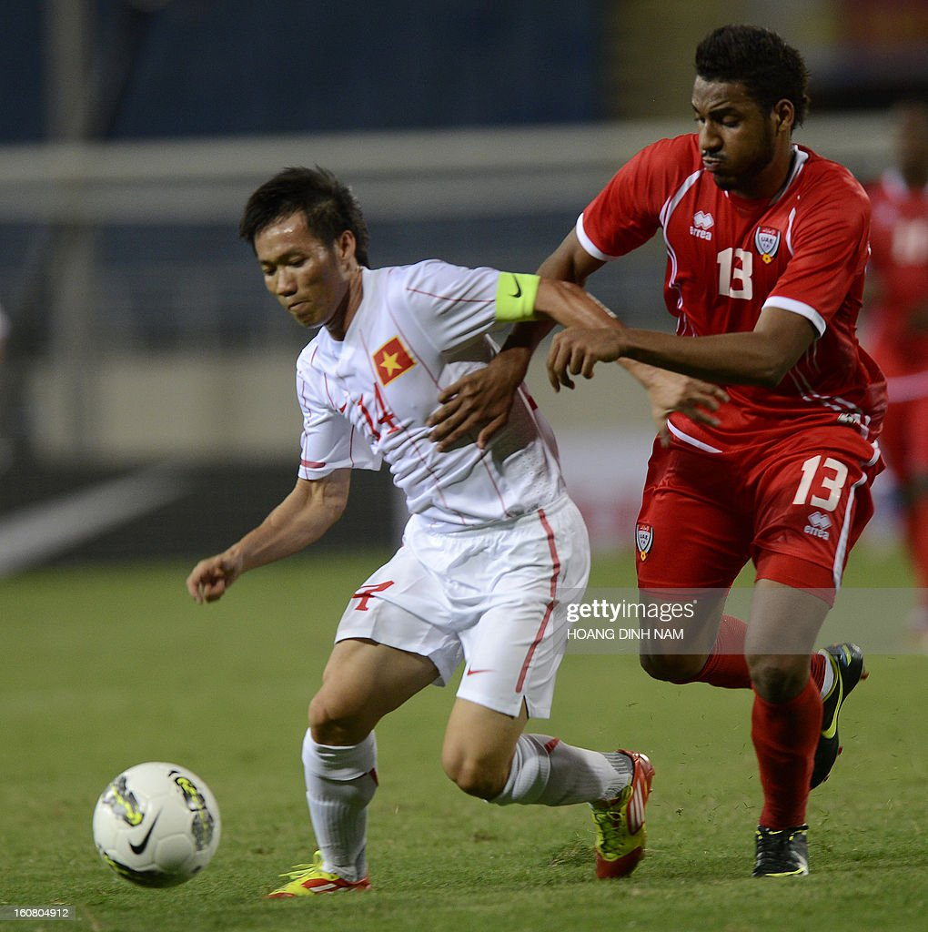 United Arab Emirates footballer Khamis Esmaeel Khmis (R) fights for the ball with Vietnam midfielder Luong Tan Tai during the Asian Cup 2015 qualifying match Vietnam vs UAE in Hanoi on February 6, 2013. UAE won 2-1. AFP PHOTO/HOANG DINH Nam