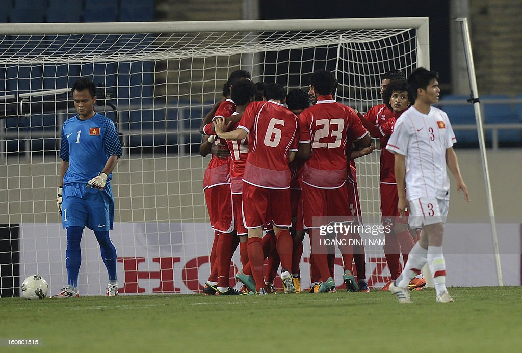 United Arab Emirates players celebrate after forward A. Khalil scored the first goal during the Asian Cup 2015 qualifying football match between Vietnam and the UAE in Hanoi on February 6, 2013. AFP PHOTO/HOANG DINH Nam